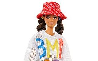 Barbie BMR1959 Doll 2020 — Latino / Барби дачница