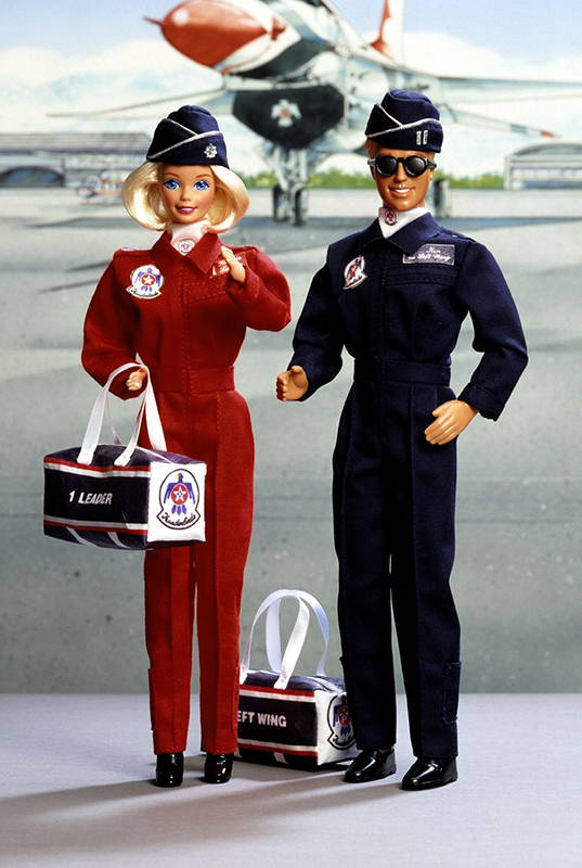 промо-фото Air Force Barbie and Ken Deluxe Set